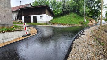 Nov asfaltiran odsek ceste na Koreni