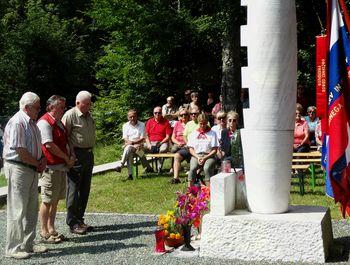 Spominska slovesnost ob 76. obletnici požiga vasi Kokra