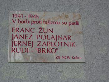 Nova  spominska plošča padlim borcem NOV v Kokri