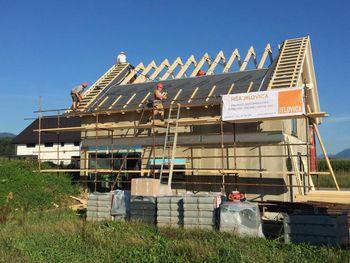 V Jelovici formirajo novo ekipo za montažo lesenih montažnih hiš