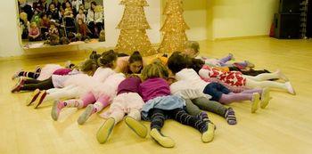 BIBARIJE – zgodbice, igrice, pesmice in ples za otroke 2–3 leta s starši