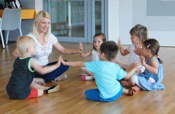 Ples z osnovami gimnastike 5-6 let