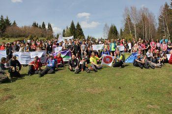 Zastava Planinskega društva Podnanos med množico Bosanskih