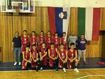 Mladi košarkarji na turnirju na Češkem