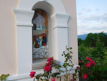 Obnovljena kapelica 'Pri pili'
