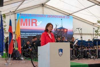 """Tanja Fajon na vseslovenskem zborovanju za mir na Cerju: """"MIR je več kot le odsotnost vojne."""""""