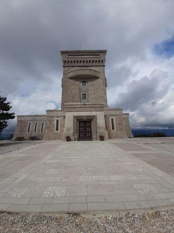 Obvestilo o začasnem zaprtju Pomnika miru
