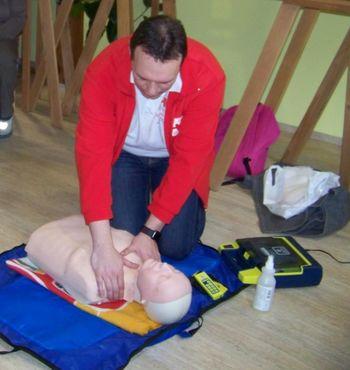 TEMELJNI POSTOPKI OŽIVLJANJA IN AED