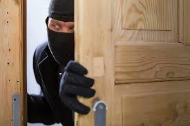 Lopovi na delu - onemogočite jim lahek vstop in sumljive osebe prijavite policiji