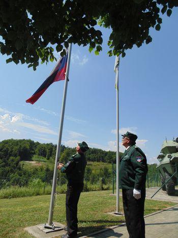 Svečani dvig zastave na Medvedjeku