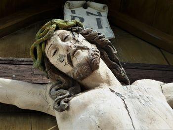 Pokopališki križ na Hlevnem Vrhu je nujno potreben obnove