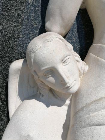 Nagrobni spomenik Kunstljevih na Vrhniki