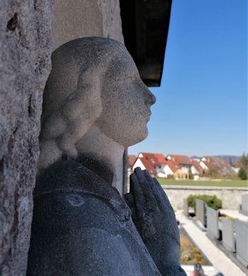 Nagrobni spomenik družine de Gleria v Dolnjem Logatcu