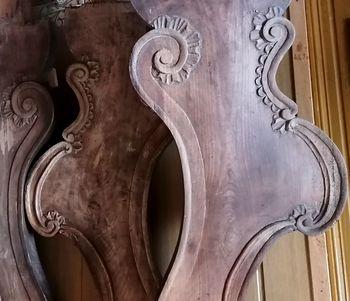 Poznorokokojske klopi iz župnijske cerkve v Hotedršici, pripisane bistriškemu priorju Brunu Ortnerju