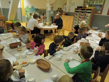 Slovenski tradicionalni zajtrk v vrtcu Slovenj Gradec, enoti Maistrova- škratica Mica