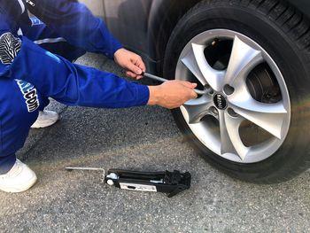 Kako zamenjamo gumo? Nič lažjega.