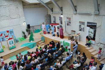 Dvorska Muca Copatarica v knjižnici Mirana Jarca Novo mesto