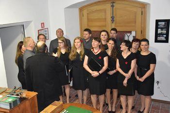 Okroglih 20 let Mešanega pevskega zbora Dvor ob Krki