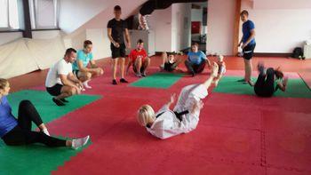 """Leto zdravja, gibanja in športa- delavnica za odrasle """"Naučimo se varno padat"""""""