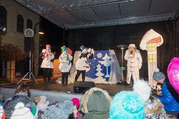 Obisk dedka Mraza in otroška predstava Zima je zaspala