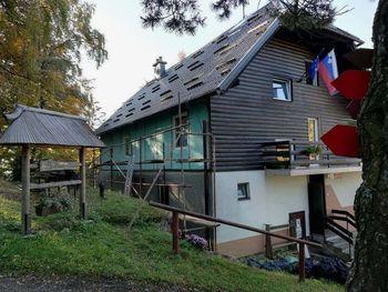 Energetska sanacija Koče pod Kremžarjevim vrhom