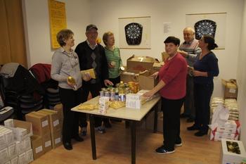Prostovoljke in prostovoljci pripravili 50 humanitarnih paketov