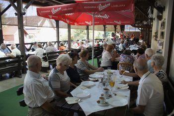 Družabno srečanje starejših od 75 let v DU Vrhnika