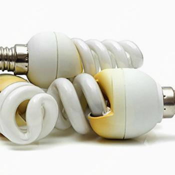 7 KORAKOV odstranjevanja razbite varčne žarnice