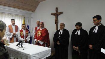 Blagoslov kapele v vojašnici na Vrhniki