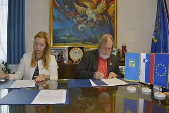 Podpisali pogodbo za gradnjo novega prizidka