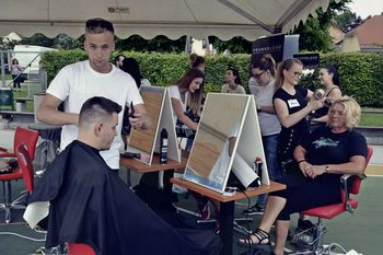 Dobrodelne frizerke zbrale preko dva tisoč evrov