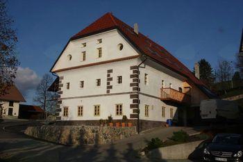 Prva Šentjoščanka v ljubljanski šoli