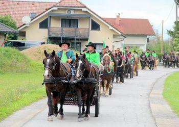 Srečanje lastnikov konjskih vpreg v soteski Pekel