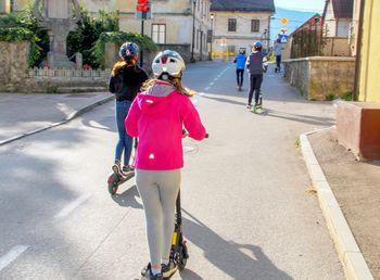 Šli smo peš, se vozili z e-kolesi, skiroji in avtomobili ter se imeli fajn!