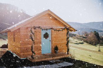 V Zabočevem je čez poletje zrasla pravljična lesena hišica …