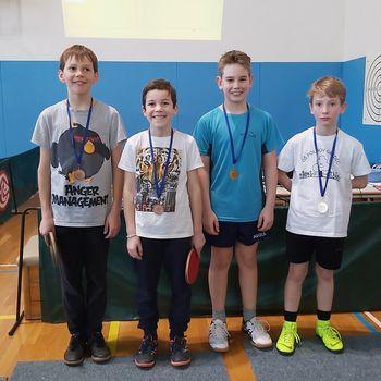 Polhograjski osnovnošolci zelo uspešni na tekmovanju v namiznem tenisu