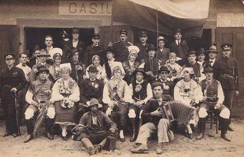 Poštar Danilo zbira stare dokumente in fotografije iz Borovnice