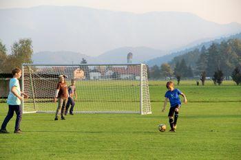 Sklenjen dogovor glede nogometnega igrišča na Dolu