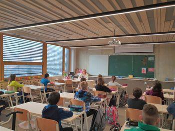 Spet živžav v šolskih klopeh – tudi v novih učilnicah