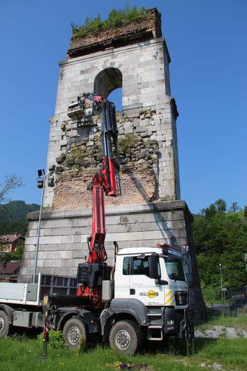 Čiščenje vegetacije s stebra borovniškega viadukta