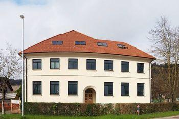 Revitalizacija stare šole z novim izvajalcem