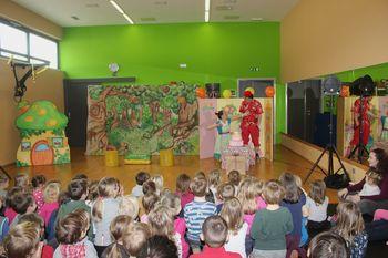 Otroke obiskal Škratek Prijateljček
