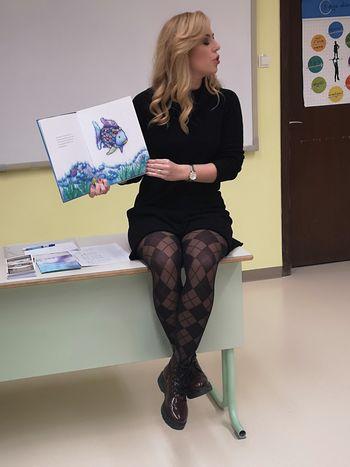 Televizijka Ana Tavčar-Pirkovič brala pravljico