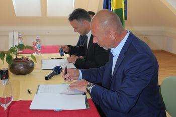 Pogodba za gradnjo kanalizacije je podpisana
