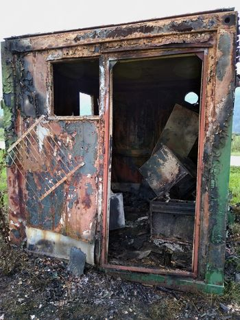 Na Barju je zgorel bivalni zabojnik
