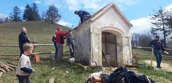 Kapelica na Lovrencu na Gori ima obnovljeno streho