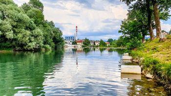 Reka Sora v Goričanah primerna za kopanje