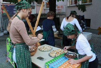 Poletavci-poletni bralci napolnili vrt Lavričeve knjižnice