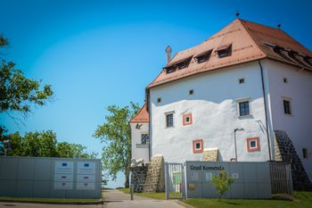 Oddaja gostinskega lokala na gradu Komenda v najem