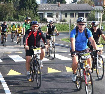 Po Spodnji Savinjski  dolini  102 kolesarja